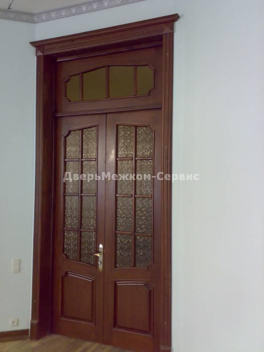 Классическая двустворчатая дверь с фрамугой