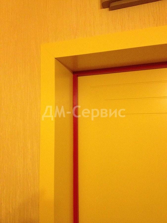 Крашенный дверной наличник