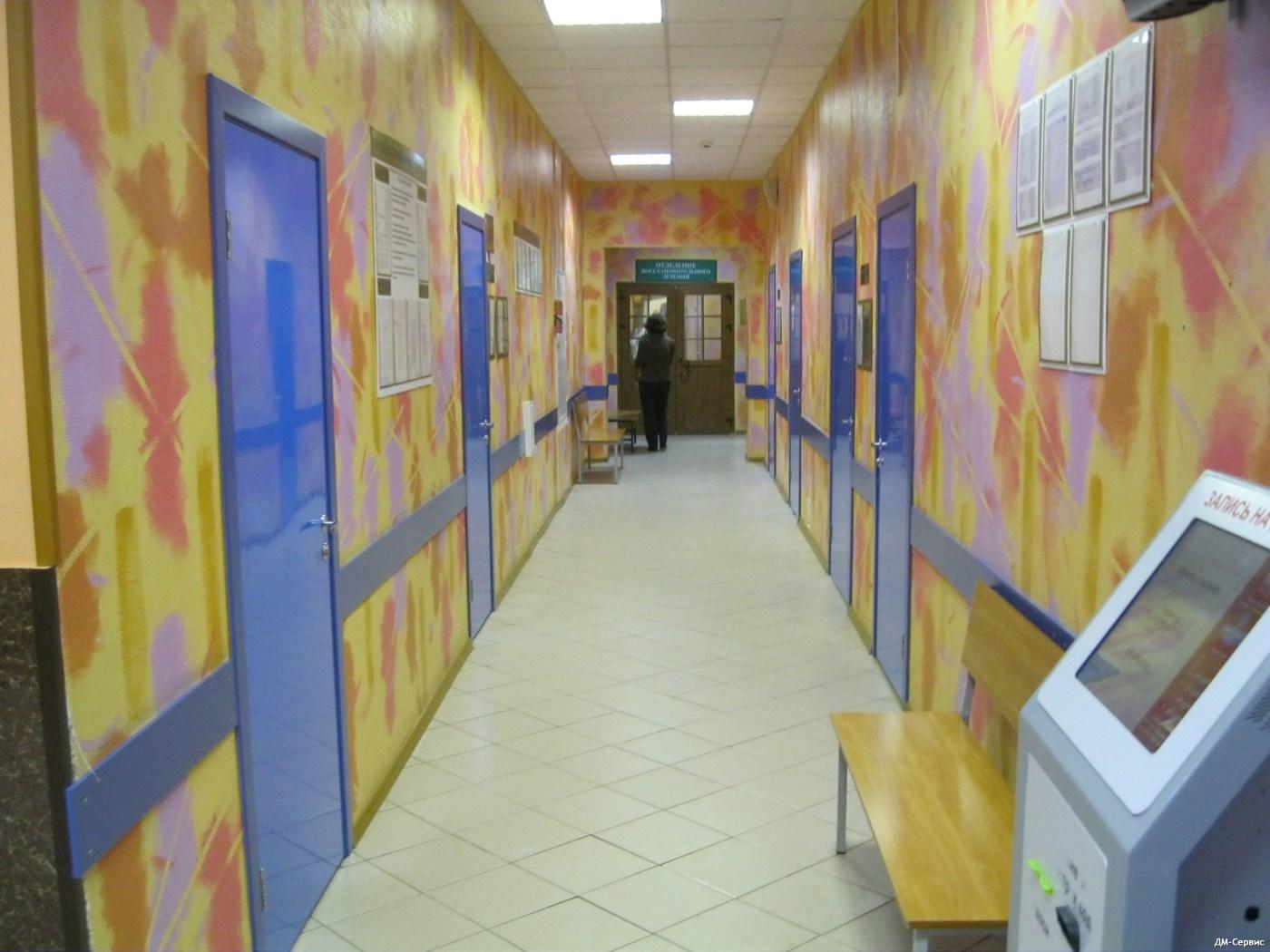 Межкомнатные пластиковые двери в поликлинике