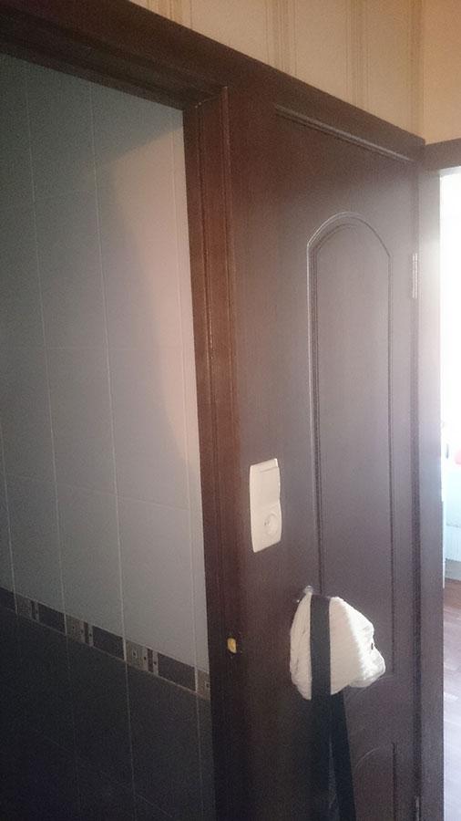 Шпонированная дверь Наполеон с выключателем