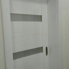 Межкомнатная белая дверь облицованная пластиком CPL