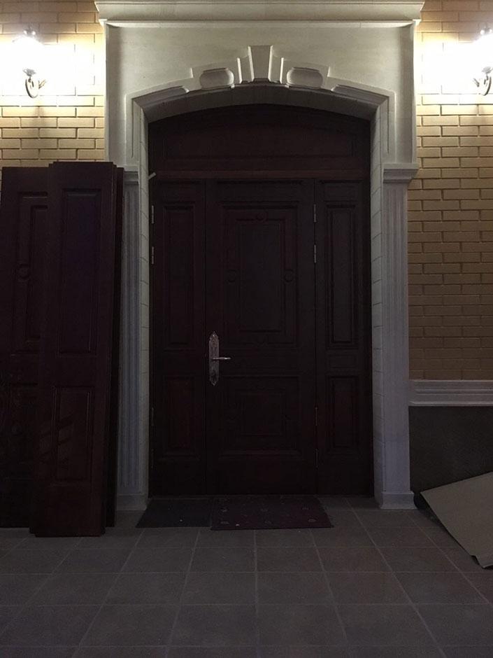Входная дверь с улицы