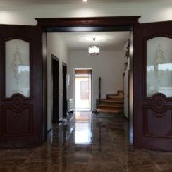 Межкомнатная двустворчатая распашная дверь в доме