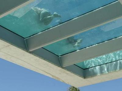 Piscina infinita, Jellyfish House de Wiel Arets