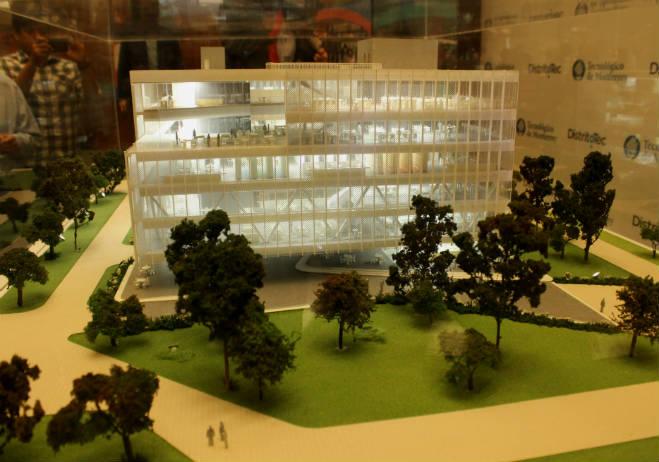 maqueta-del-proyecto-biblioteca-de-cristal-del-distrito-tec20150602094753