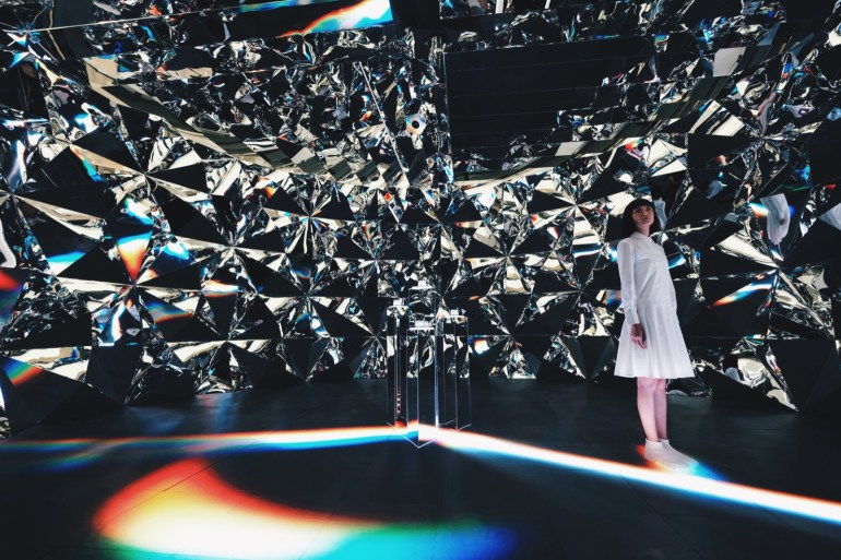 An OpenFrameworks project visualizing the path of light inside a diamond