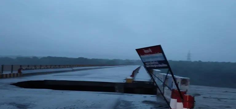 भारी बारिश के चलते गौलानदी पर बना करोड़ों की लागत से बना पुल क्षतिग्रस्त