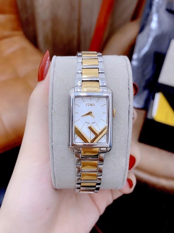 Đồng hồ Fendi dây kim loại