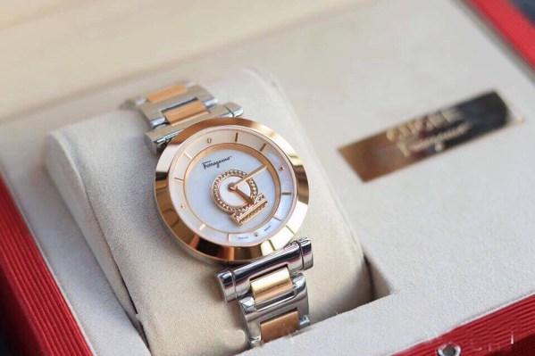 Đồng hồ Salvatore Ferragamo nữ dây kim loại