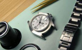 thay dây đồng hồ dây kim loại