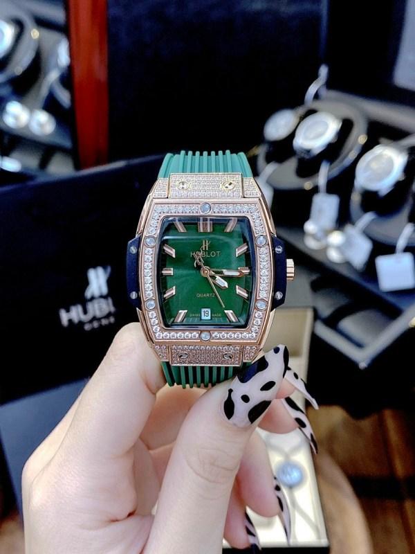 Đồng hồ Hublot dây cao su màu xanh lá cây