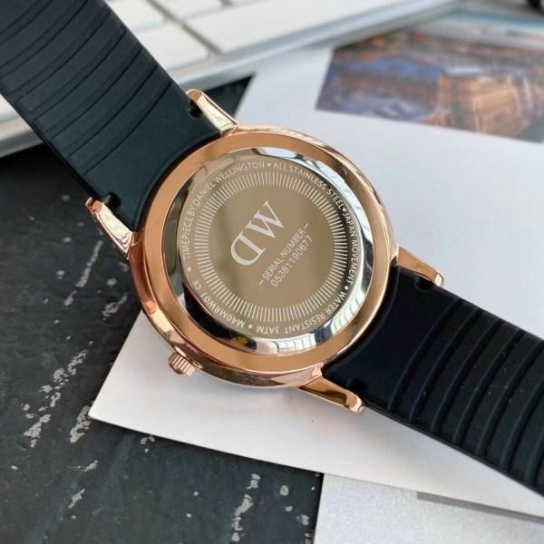 Đồng hồ Daniel Wellington chính hãng xách tay