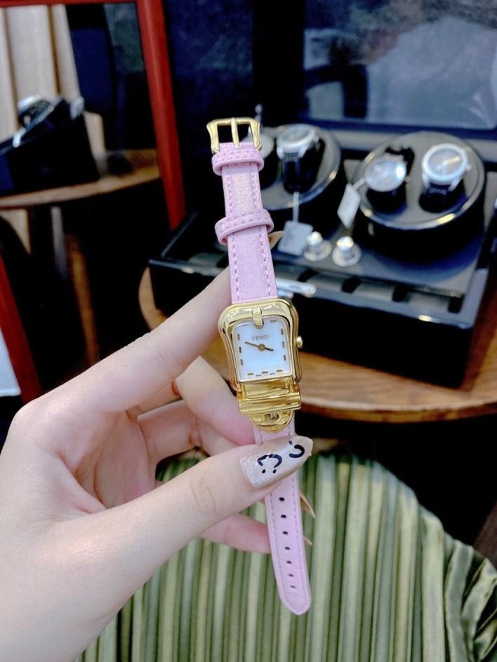 Đồng hồ Fendi nữ dây da màu hồng