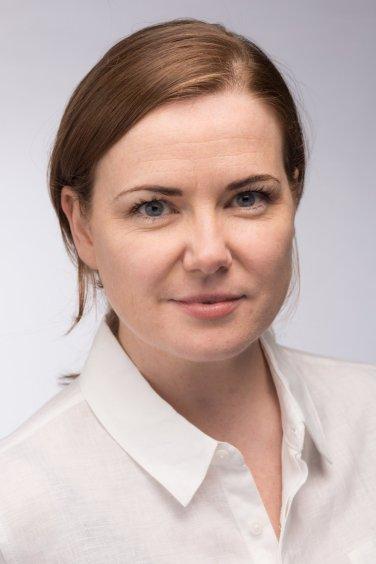 Headshot of Nottingham actress Tara Muir in Leicester studio