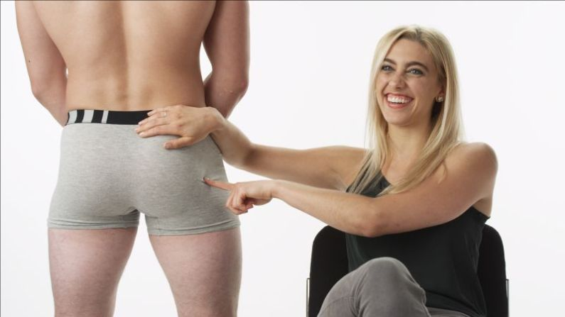 תוצאת תמונה עבור woman checks out man's butt