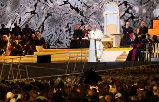 Pope Francis addresses the Festival of Families during the World Meeting of Families in Philadelphia Sept. 26. (CNS photo/Gregory A. Shemitz) See POPE-FAMILIES-FESTIVAL Sept. 27, 2015.