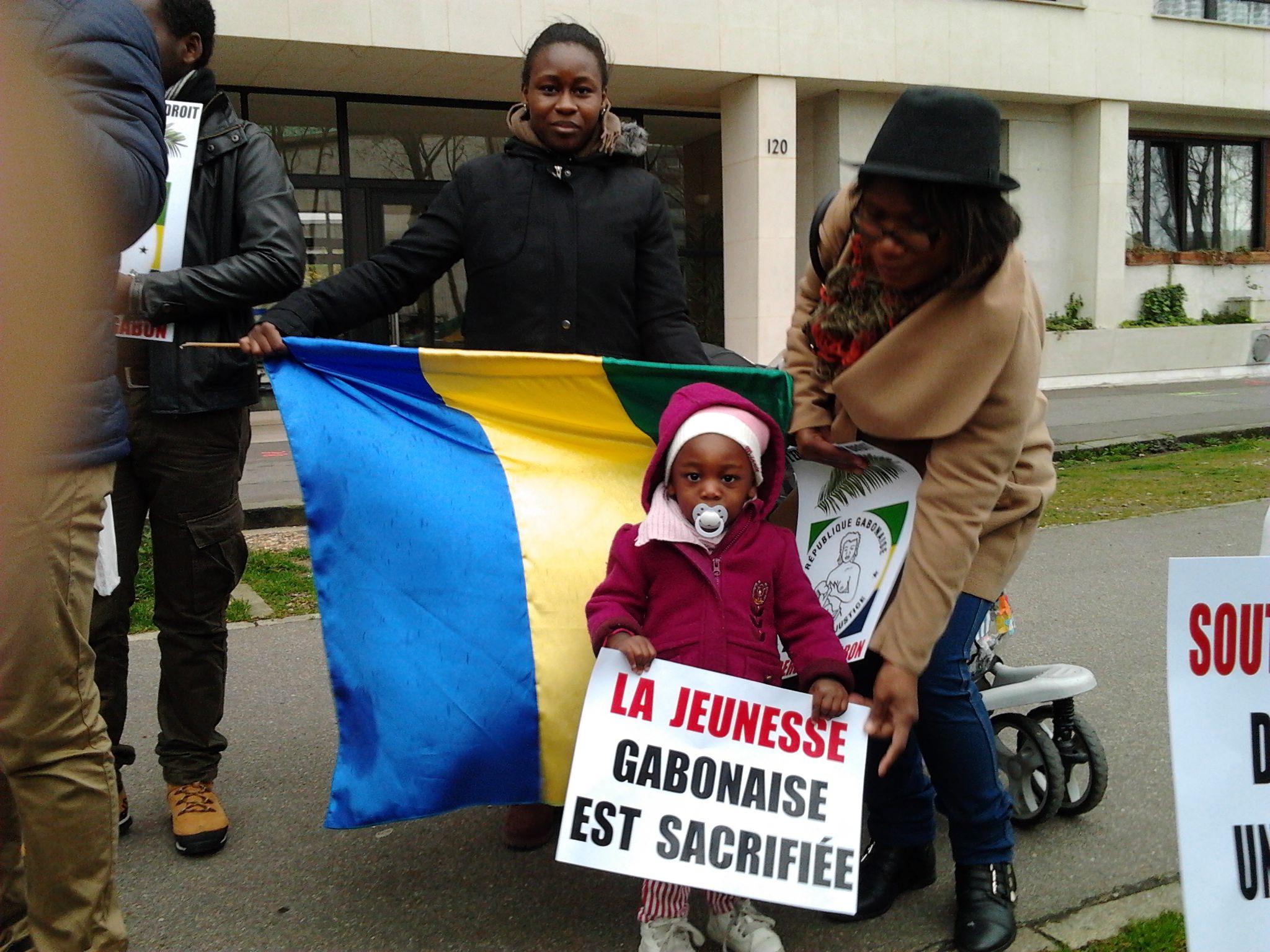 France-Gabon : Manifestation devant l'UNESCO à Paris avec Marcel Libama
