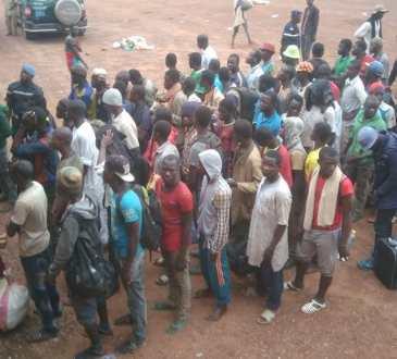Le collectif de migrants «Mains propres» occupe le consulat du Mali à Paris