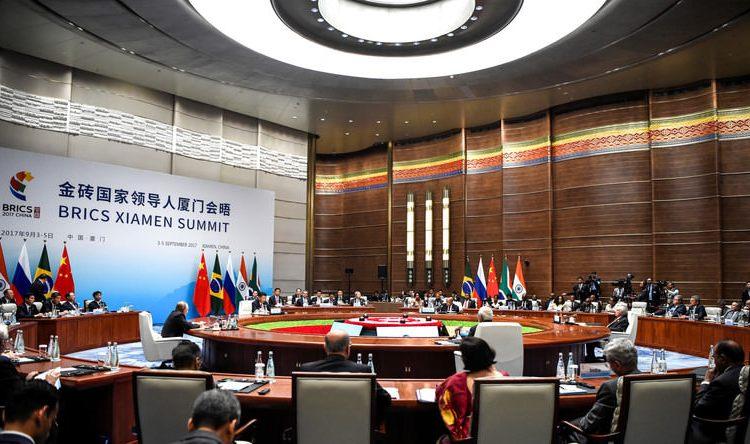 Sommet des BRICS : les cinq pays vont créer un fonds d'obligations en devises nationales