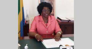 Réseau d'escroquerie dans les établissements scolaires:  la ministre de l'Education nationale tape du poing sur la table