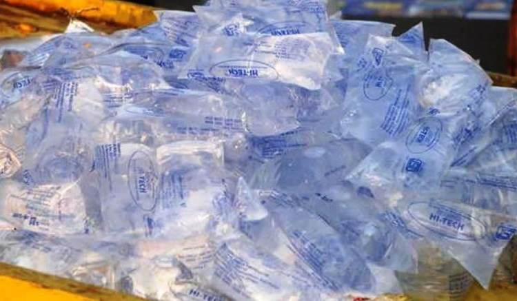 Gabon : Le gouvernement interdit la vente d'eau en sachet
