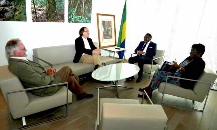 WhatsApp Image 2018 06 06 at 22.08.48 - France-Ambassade du Gabon : Les responsables de la Fondation internationale Léon M'ba reçus par Flavien Enongoué