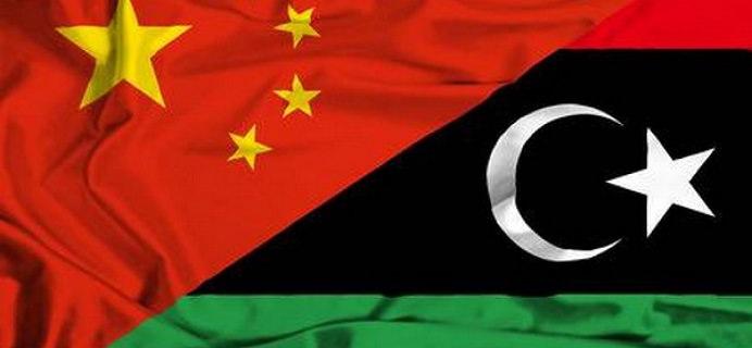 36591797 agitant un drapeau de la libye et de la chine 1728x800 c - La Chine aidera la reconstruction libyenne via la ceinture et la route