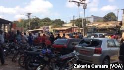 Une rue de Conakry, en Guinée, le 12 mars 2018. (VOA/Zakaria Camara)