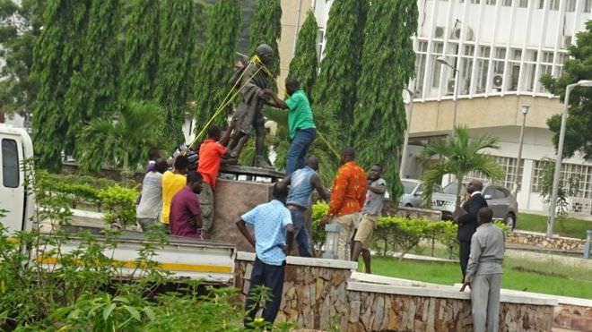 gandhi africapostnews raciste - Ghana : Ghandi, plus le bienvenu dans une université à Accra