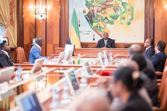 Gabon : une vague de nominations et une valse de départs
