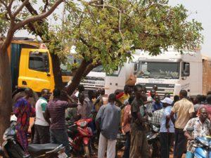 01 4 2 300x225 - GREVE DE L'UCRB  : Les transporteurs routiers s'en démarquent