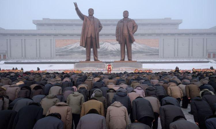 Jour du Soleil à Pyongyang: hommage des Nord-Coréens à Kim Il Sung
