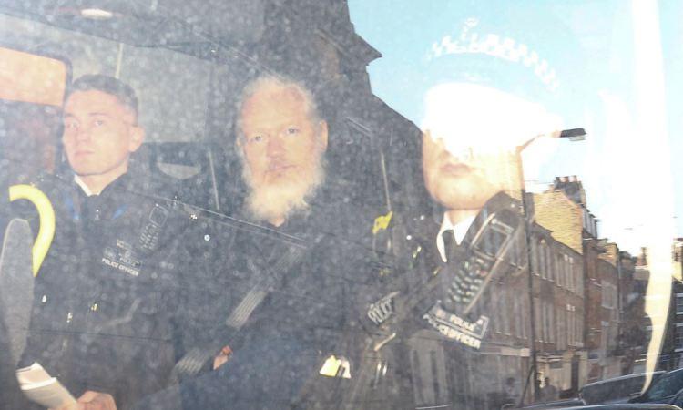 Les Etats-Unis veulent juger Assange qui a révélé nombre de leurs secrets