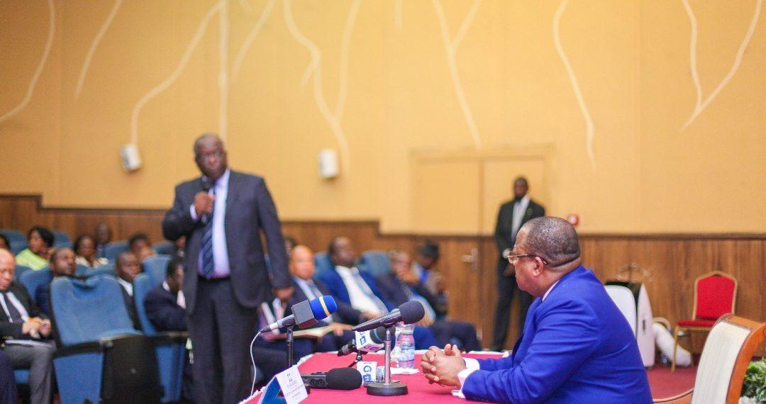 Dialogue avec les institutions: le gouvernement au C.E.S.E