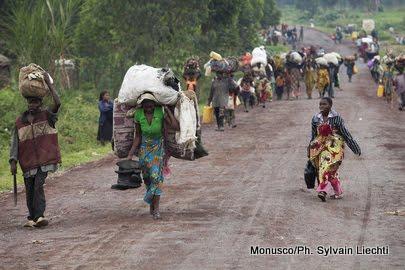Ituri plus de 2 000 ménages fuient le village Tchabi après l'incursion des présumés ADF - Ituri : plus de 2 000 ménages fuient le village Tchabi après l'incursion des présumés ADF
