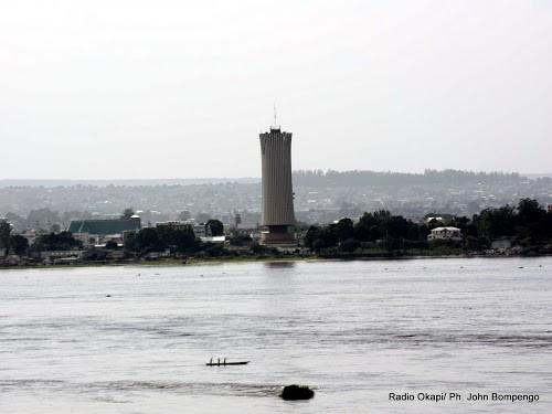 Une vue de la ville de Brazzaville tirée depuis Kinshasa, le long du fleuve Congo. Radio Okapi/Ph. John Bompengo