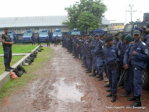 La Police présente à Kinshasa 120 présumés bandits accusés notamment de vol des voitures - La Police présente à Kinshasa 120 présumés bandits accusés notamment de vol des voitures