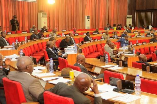 Les sénateurs congolais votent des lois à Kinshasa, le 14/12/2017. Radio Okapi/Ph. John Bompengo