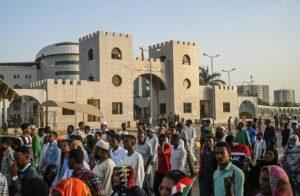 BAGARRE AUTOUR DE LA COMPOSITION DU CONSEIL CONJOINT DE SOUVERAINETE. :  Les intérêts personnels d'abord, ceux du Soudan ensuite