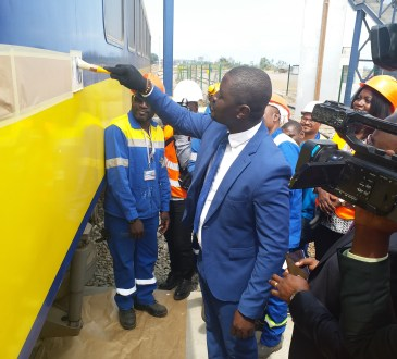 Transports/SETRAG:le ministre Ndoundangoye lance l'opération d'immatriculation des wagons.