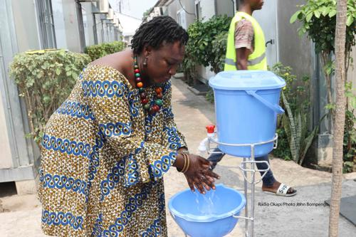Lavage des mains dans les installations de la MONUSCO à Kinshasa, le 18/07/2019 à titre préventif pour lutter contre les maladies à virus Ebola. Radio Okapi/Photo John Bompengo