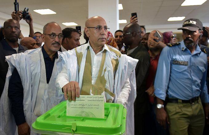 Mauritanie passage de relais entre deux presidents elus une premiere - Mauritanie: passage de relais entre deux présidents élus, une première historique