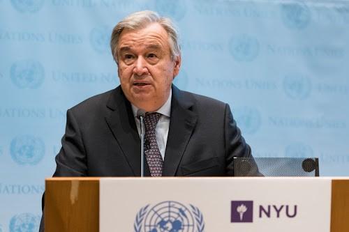 Le Secrétaire général de l'ONU, Antonio Guterres, s'exprimant à NYU Stern School of Business sur les changements climatiques à New York (USA). Photo UN