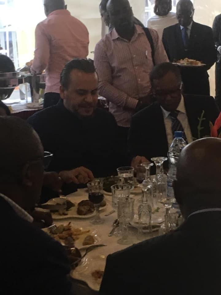 Tournée politique dans la Nyanga - BRICE LACCRUCHE ALIHANGA - Partage d'un repas conviviale notable