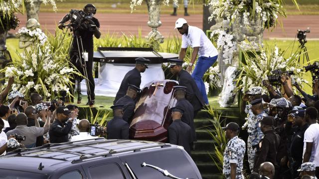 Côte d'Ivoire: enquête et interpellations après l'ouverture du cercueil de DJ Arafat