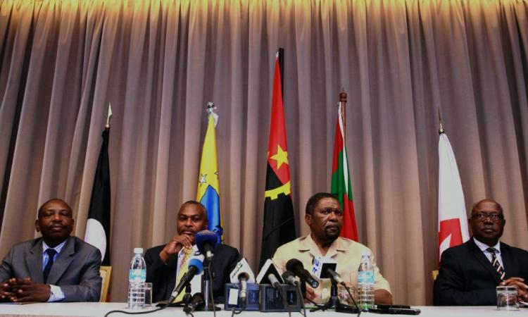 En Angola, l'opposition change de chef et rêve de pouvoir