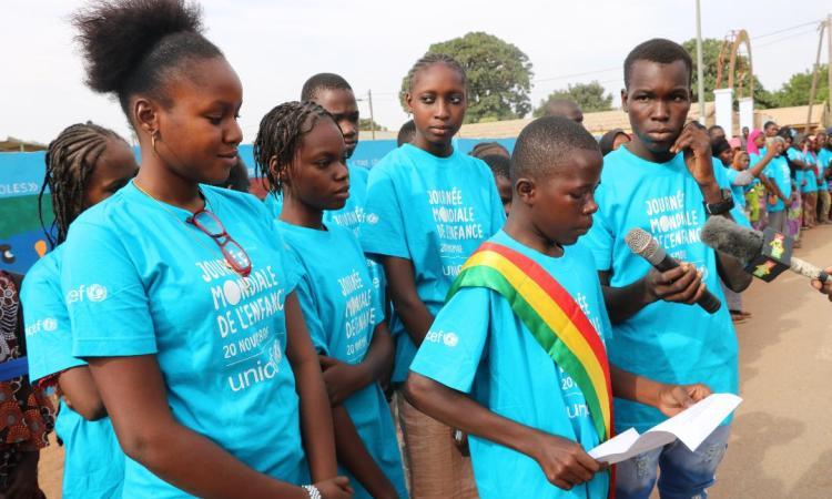 Célébration des 30 ans de la CDE à Kayes : Le public découvre le rêve des enfants à travers des dessins gravés sur le mur du Stade Bassi Coulibaly