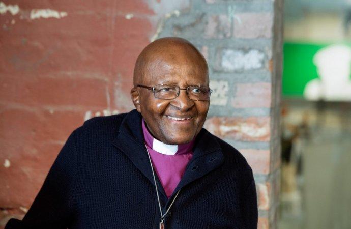 Hospitalisation du prix Nobel de la paix Desmond Tutu