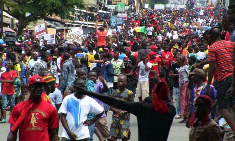 Guinée: nouvelle grande mobilisation contre un 3e mandat de Condé, des blessés dans l'Est