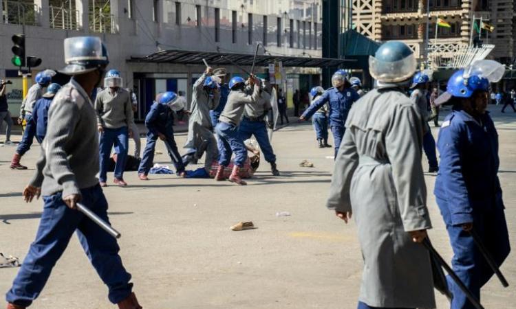 Au Zimbabwe, les journalistes victimes de la répression croissante des forces de sécurité